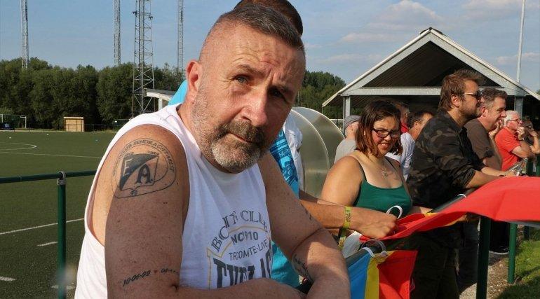 Supporter Eddy Van de Perre gaf mee de aftrap